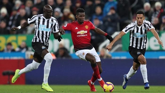 Man Utd edge Newcastle