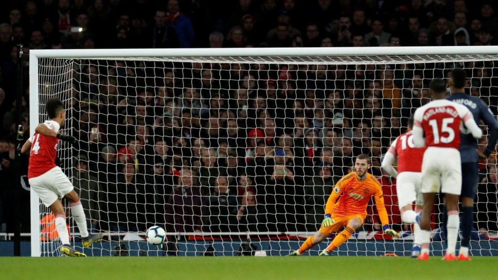 Arsenal punish wasteful United to go fourth