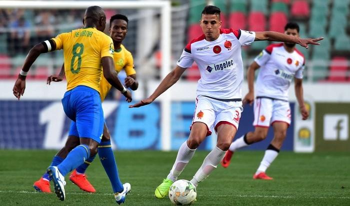 Achraf Dari of Wydad Athletic Club challenged by Hlompho Kekana of Mamelodi Sundowns