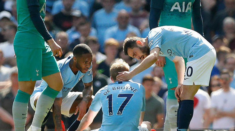 Manchester City's Kevin De Bruyne sits injured