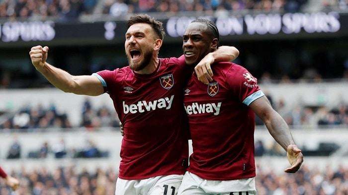Robert Snodgrass and Michail Antonio of West Ham United celebrate