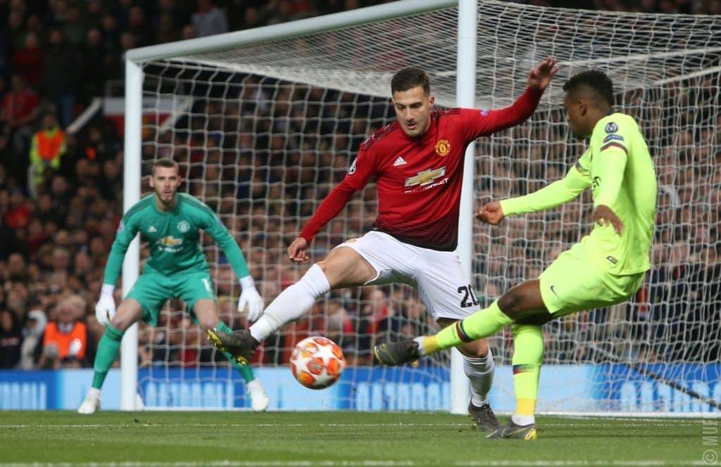 Barca edge United in first leg