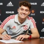 James completes move to Man Utd