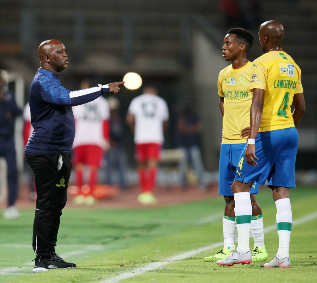 Pitso Mosimane, coach of Mamelodi Sundowns talking to Tebogo Langerman and Themba Zwane