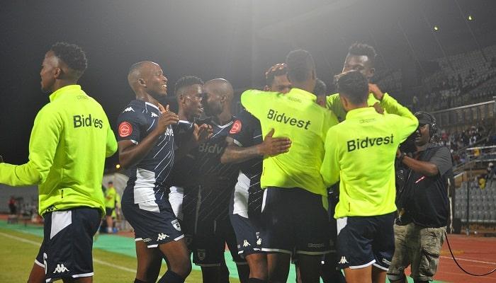 Thulani Hlatshwayo of Bidvest Wits celebrates goal with his teammates