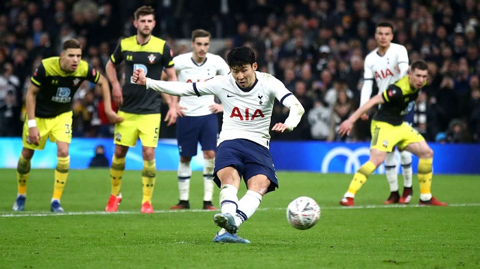 Late Son penalty sends Tottenham past Southampton in FA Cup