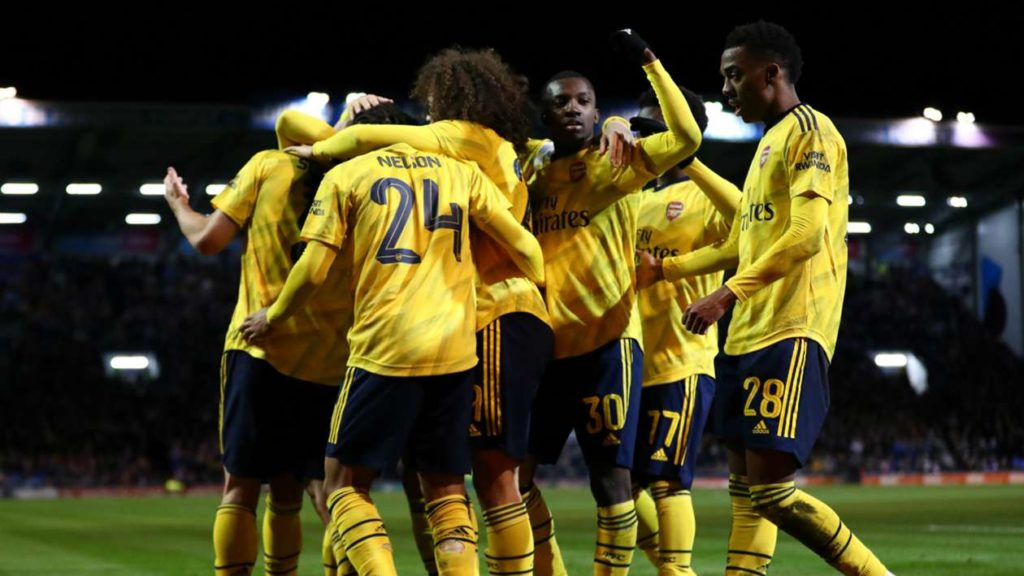 Arsenal battle into FA Cup quarter-finals