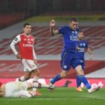 10-man Arsenal blunted by late Vardy equaliser