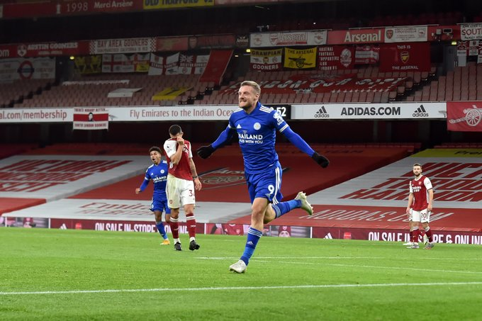 Vardy strikes late as Leicester end long wait for victory at Arsenal