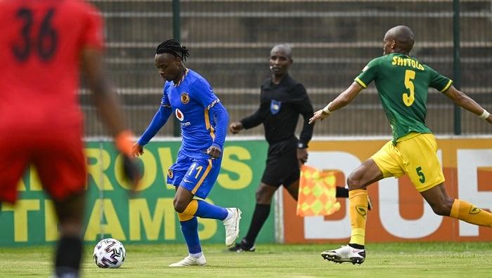 Gladwin Shitholo of Lamontville Golden Arrows challenges Khama Billiat of Kaizer Chiefs FC