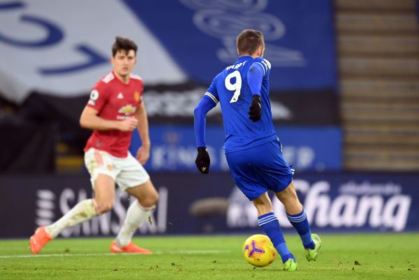 Late own goal earns Leicester a point against Manchester United