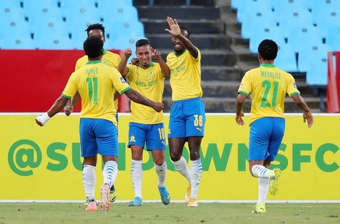 Gaston Sirino of Mamelodi Sundowns celebrates with his teammates
