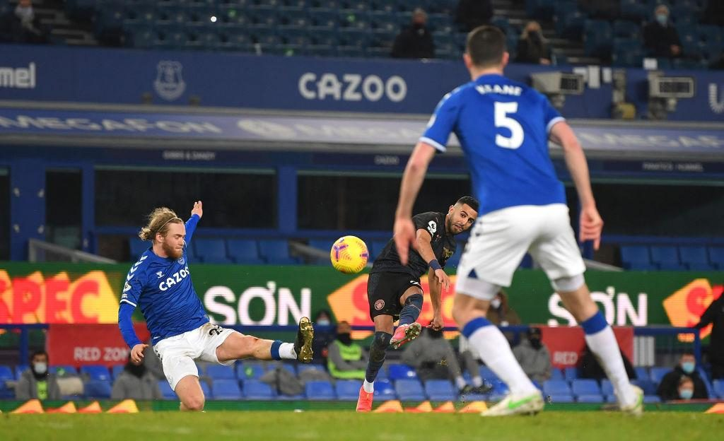 Man City put three past Everton to go 10 points clear