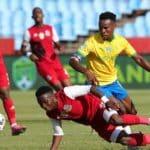 Ndabayithethwa Ndlondlo of Tshakhuma Tsha Madzivhandila challenged by Themba Zwane of Mamelodi Sundowns