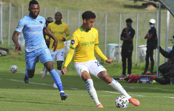 Rushine De Reuck of Sundowns and Augustine Kwem of Chippa United