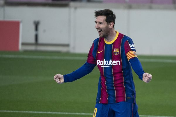 Lionel Messi set to take pay cut to stay at Camp Nou