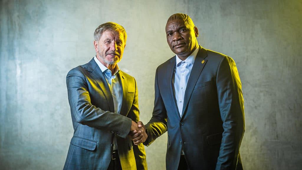 Stuart Baxter and Molefi Ntseki of Kaizer Chiefs
