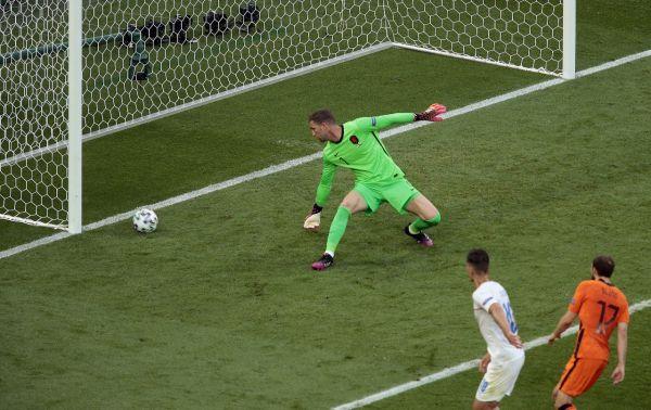 10-man Netherlands knocked out by Czech Republic