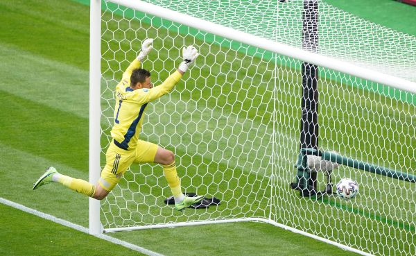 Scotland begin Euro 2020 campaign with defeat by the Czech Republic at Hampden