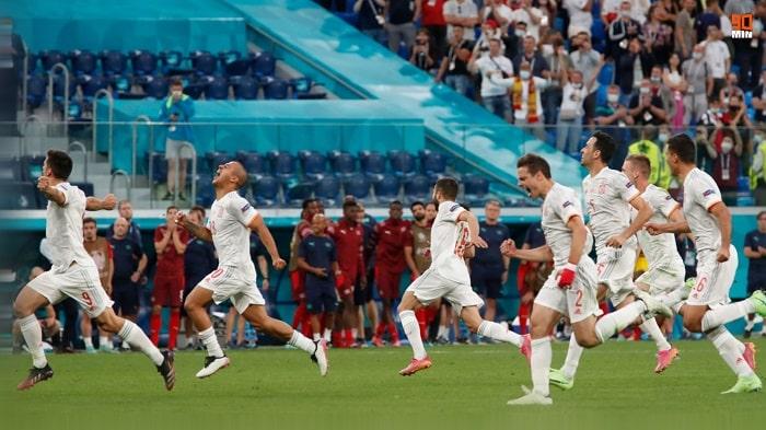 Spain players celebrate progression to the Euro 2020 semis
