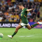 epa09474461 Handre Pollard of the Springboks kicks a penalty during the Round 4 Rugby Championship match between the Australian Wallabies and the South Africa Springboks at Suncorp Stadium in Brisbane, Australia, 18 September 2021. EPA/DAN PELED