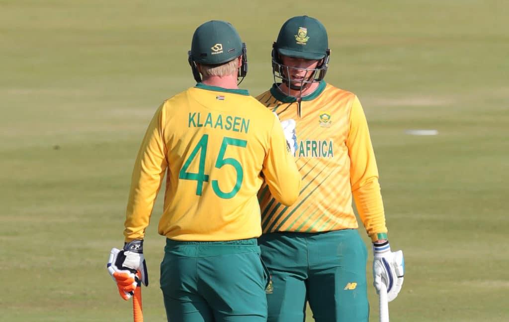 Rassie van der Dussen celebrates his 50 runs with Heinrich Klassen of South Africa during the 2021 KFC T20 match between South Africa and Pakistan at SuperSport Park Cricket Stadium, Centurion, on 16 April 2021 ©Samuel Shivambu/BackpagePix