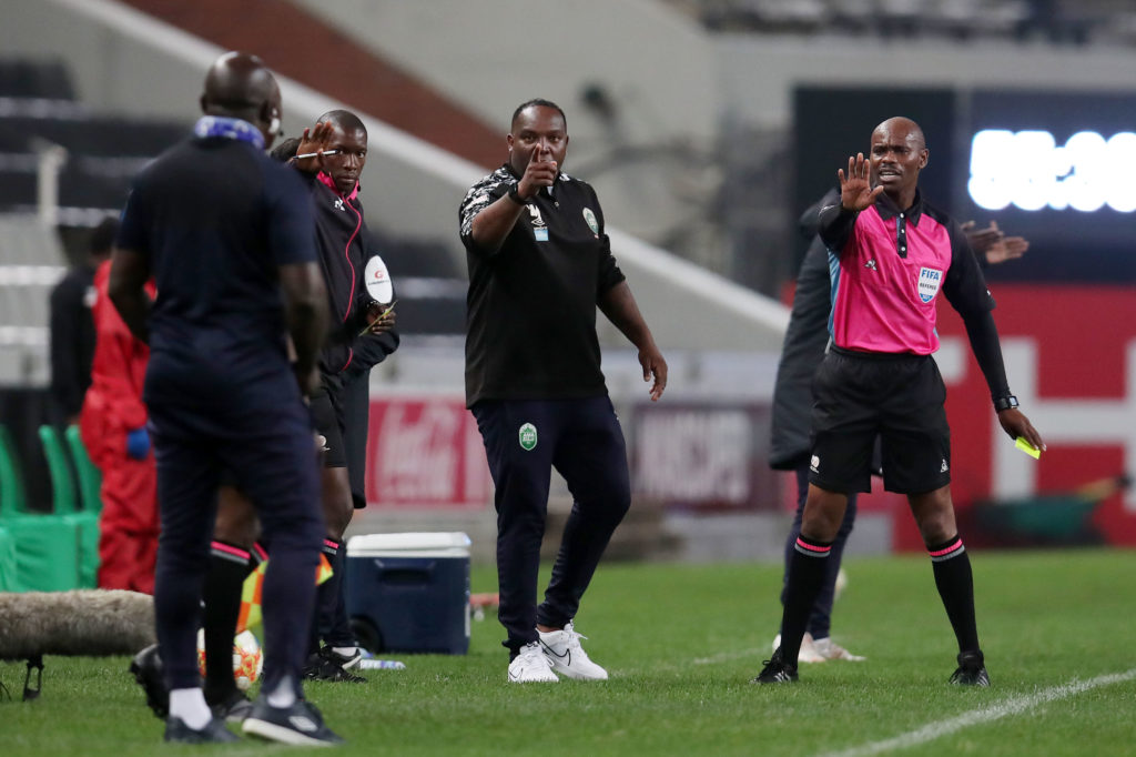 Watch: Benni's heated touchline outburst against Tembo