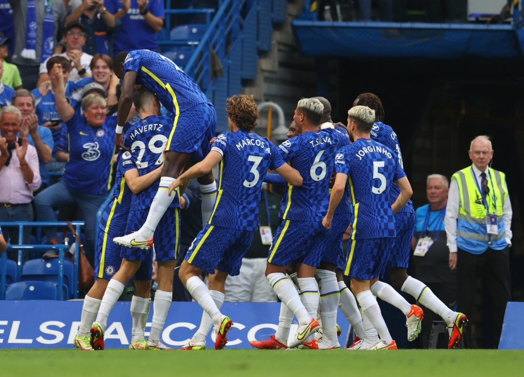 Lukaku scores twice to help Chelsea down Villa