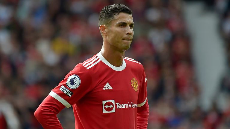 Neville does not expect Ronaldo to turn Man Utd into champions this season