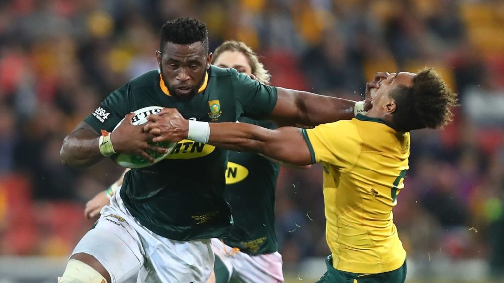 BRISBANE, AUSTRALIA - SEPTEMBER 08: Siya Kolisi of the Springboks breaks through a tackle by Will Genia of the Wallabies during The Rugby Championship match between the Australian Wallabies and the South Africa Springboks at Suncorp Stadium on September 8, 2018 in Brisbane, Australia. (Photo by Chris Hyde/Getty Images)