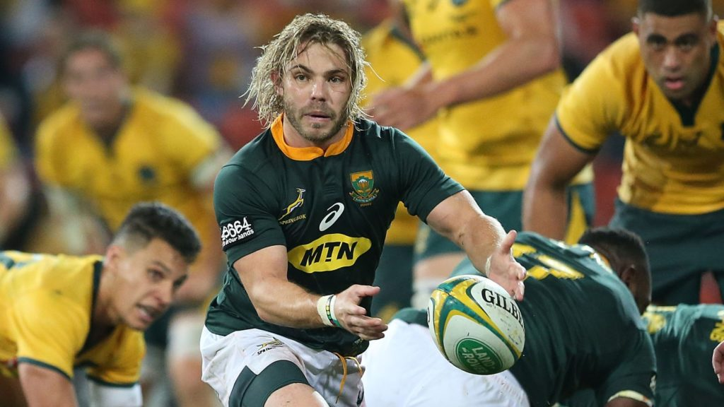 BRISBANE, AUSTRALIA - SEPTEMBER 08: Faf de Klerk of the Springboks passes the ball during The Rugby Championship match between the Australian Wallabies and the South Africa Springboks at Suncorp Stadium on September 8, 2018 in Brisbane, Australia. (Photo by Jono Searle/Getty Images)
