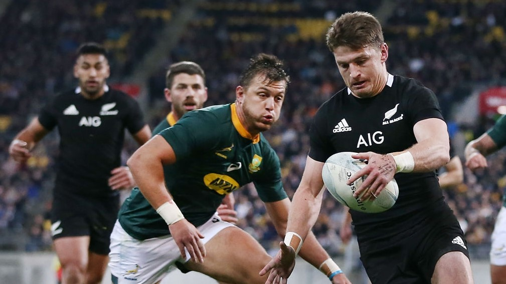 WELLINGTON, NEW ZEALAND - JULY 27: Beauden Barrett of the All Blacks looks to clear a kick against Handre Pollard of the Springboks during the 2019 Rugby Championship Test Match between New Zealand and South Africa at Westpac Stadium on July 27, 2019 in Wellington, New Zealand. (Photo by Anthony Au-Yeung/Getty Images)