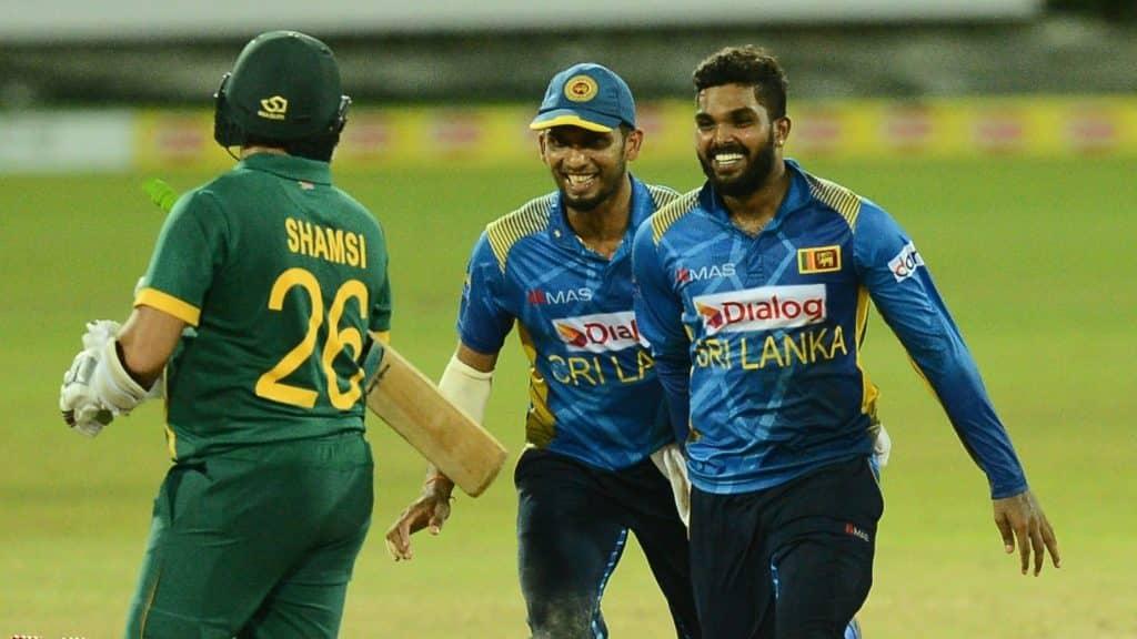 COLOMBO. SRI LANKA - SEPTEMBER 07: Maheesh Theekshana (R) of Sri Lanka during the 3rd ODI match between Sri Lanka and South Africa at R. Premadasa Stadium on September 07, 2021 in Colombo, Sri Lanka. (Photo by Isuru Sameera Peiris/Gallo Images/Getty Images)