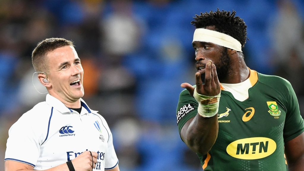 GOLD COAST, AUSTRALIA - SEPTEMBER 12: Referee Luke Pearce talks to Siya Kolisi of the Springboks during the Rugby Championship match between the South Africa Springboks and the Australian Wallabies at Cbus Super Stadium on September 12, 2021 in Gold Coast, Australia. (Photo by Matt Roberts/Getty Images)