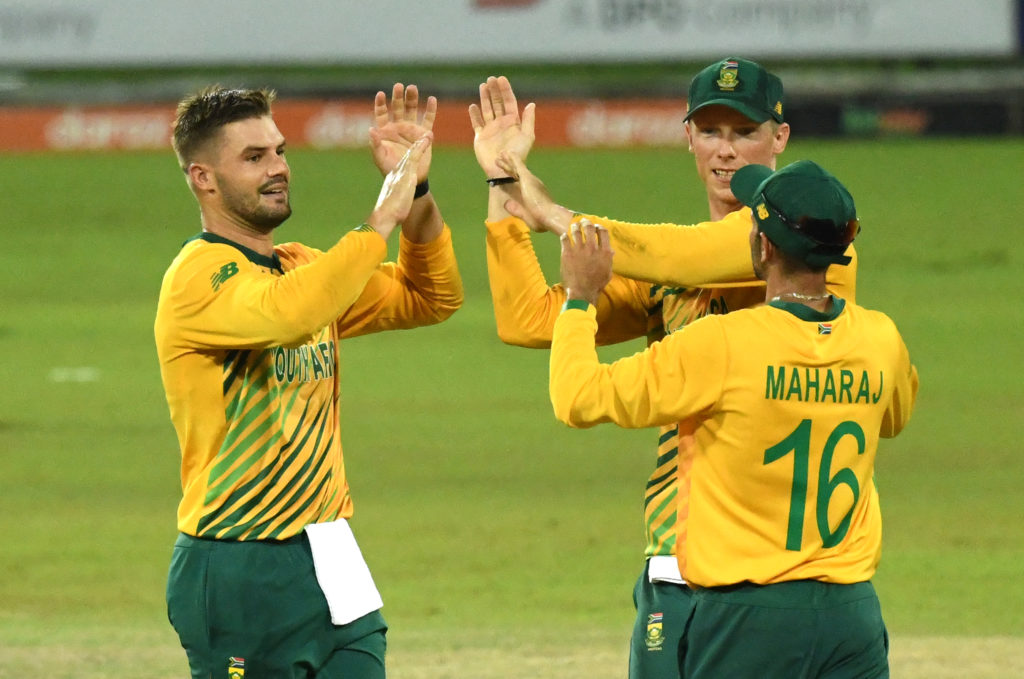 Aiden Markram of South Africa is congratulated by Rassie van der Dussen of South Africa and South African captain Keshav Maharaj of South Africa for getting the wicket of Kamindu Mendis of Sri Lanka during the 3rd T20 International between Sri Lanka and South Africa held at R.Pramadasa International Cricket Stadium in Colombo, Sri Lanka on 14th September, 2021. ©Pradeep Dambarage/BackpagePix