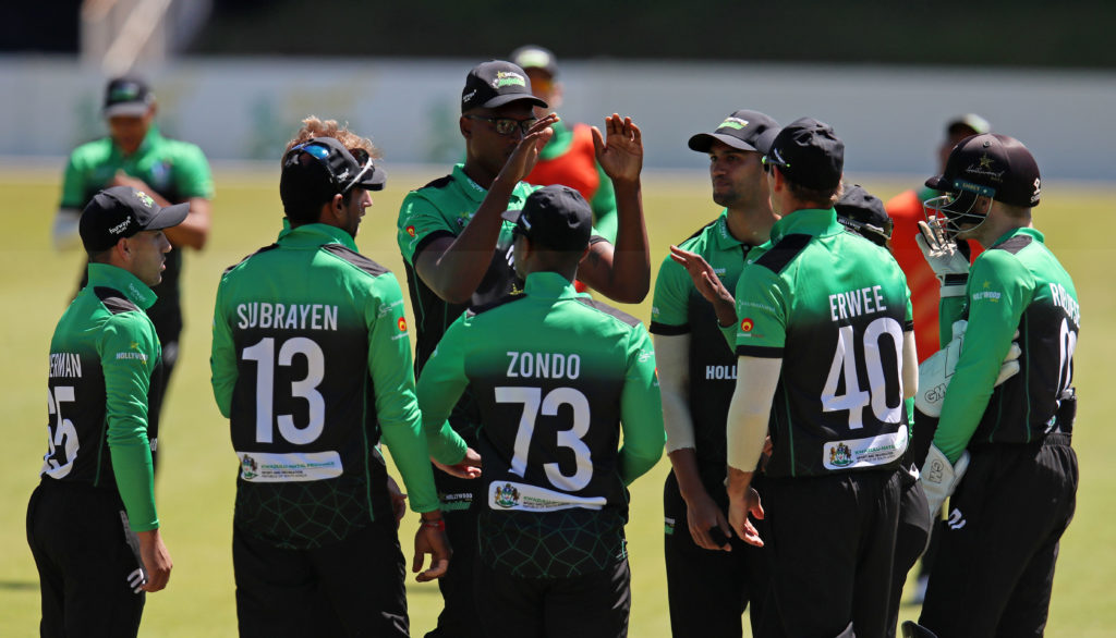 Bryce Parsons celebrates with teammates after Sarel Erwee catches out Senuran Muthusamy of the North West Dragons during the Cricket South Africa Provincial T20 Cup 2021/22 match between Dolphins and North West Dragons on the 08 October 2021 at the Mangaung Oval, Bloemfontein ©Muzi Ntombela/BackpagePix
