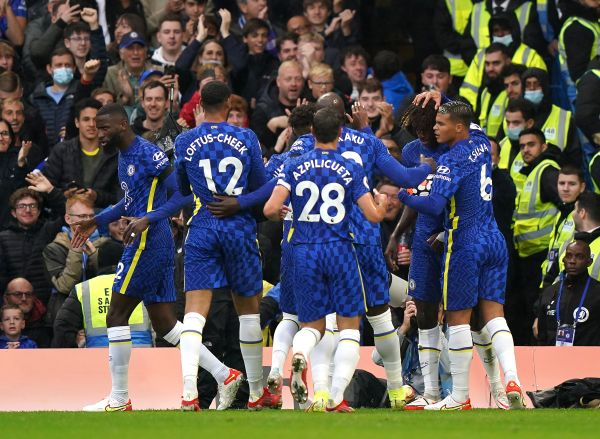 Chelsea leave it late but take over at top of table