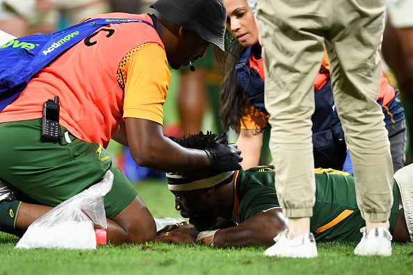 GOLD COAST, AUSTRALIA - OCTOBER 02: Siya Kolisi of the Springboks receives attention during The Rugby Championship match between the South Africa Springboks and New Zealand All Blacks at Cbus Super Stadium on October 02, 2021 in Gold Coast, Australia. (Photo by Albert Perez/Getty Images)